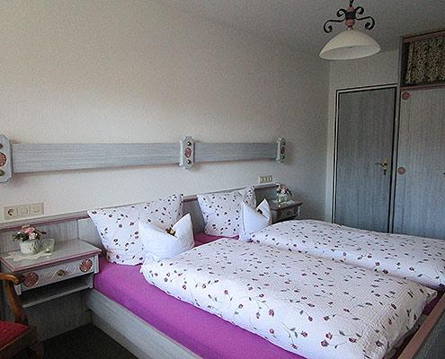 Ferienwohnungen Maria, 83700 Rottach-Egern, Schlafen in der FeWo Riederstein