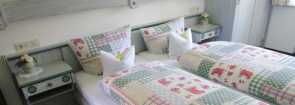Ferienwohnungen Maria, 83700 Rottach-Egern, FeWo Setzberg Schlafzimmer